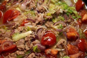 Thunfisch und Gemüse
