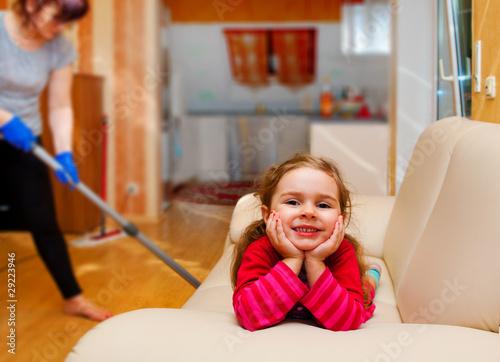 wohnung putzen von dron lizenzfreies foto 29223946 auf. Black Bedroom Furniture Sets. Home Design Ideas