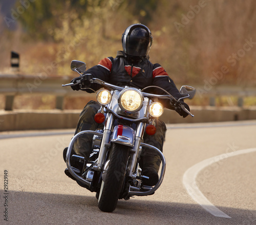 Foto Spatwand Heuvel Motociclista con Harley Davidson