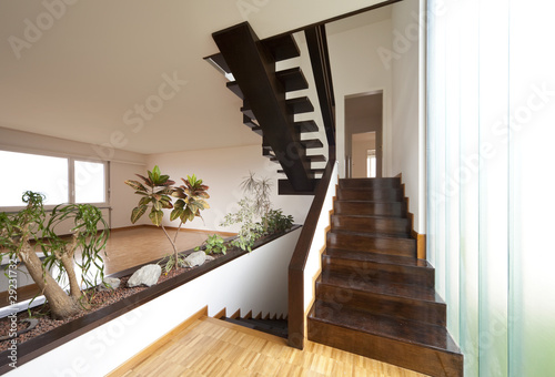 Interno di una casa moderna vuota di alexandre zveiger for Interno di una casa