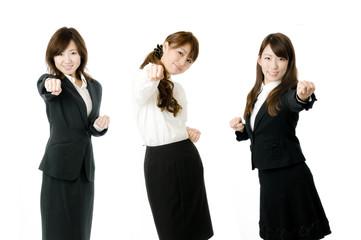 パンチする女性社員