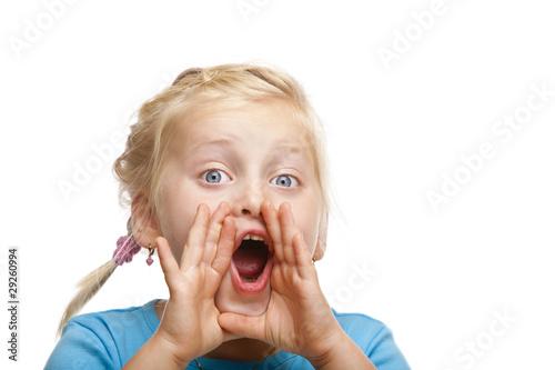 Junges blondes Kind / Mädchen schreit laut