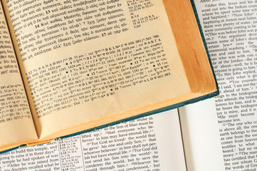Bibles in Greek and English open to John 3:16