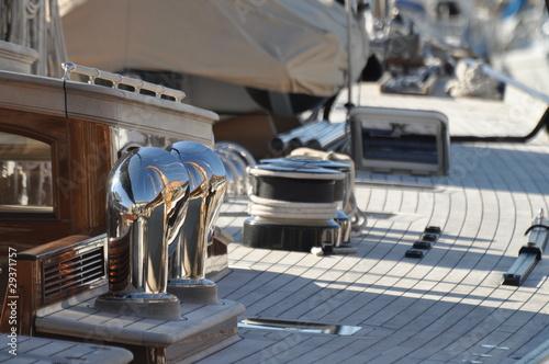 Spoed canvasdoek 2cm dik Water Motorsp. pont d'un voilier de luxe, cordes et winch