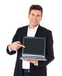 Geschäftsmann zeigt auf den Bildschirm eines Computers.