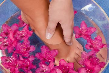 Fußbad mit Blüten