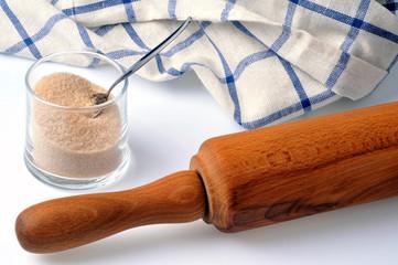 Cassonade et rouleau à pâtisserie