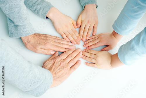 Hände im Kreis