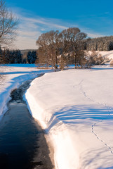 Fluss im Winter