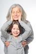 Großmutter und Enkeltochter