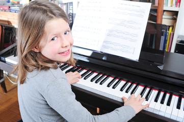 Junge Pianistin