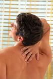 Schmerzen im Rücken. Bandscheibe und Wirbelsäule.