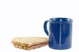 Brot mit Kaffeebecher