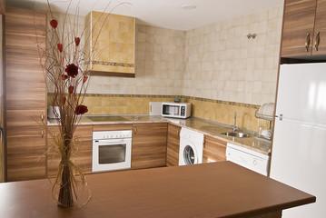 Adorno floral en la cocina.