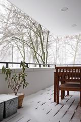 verschneiter balkon