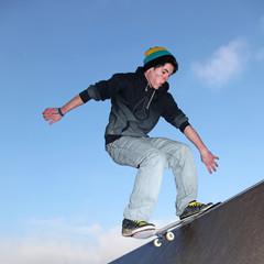 Skater auf der Rampe