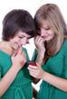 Junge Frauen mit Handy