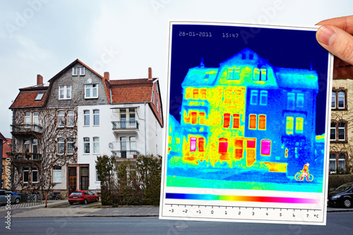 Leinwanddruck Bild thermal imaging of a half isolated apartment building