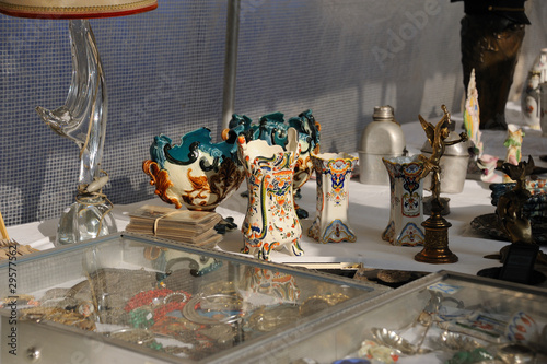 brocante : barbotine et poterie