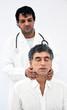 Medico visita un paziente