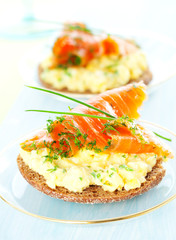 toast with scrambled eggs,salmon and chives