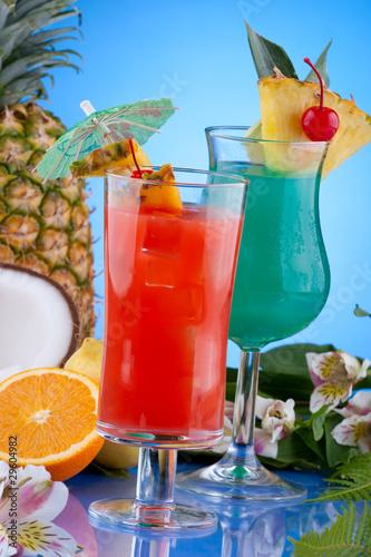 """Кстати, название коктейля  """"Голубые Гавайи """" косвенно связано с 1961 годом..."""