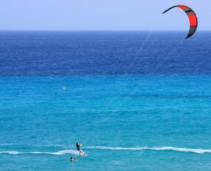 kitesurfeur dans les îles canariennes