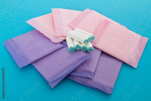 Tampons und Damenbinden