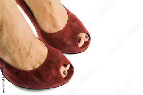 punte di piedi femminili con scarpe