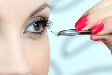 insertion of false eyelashes
