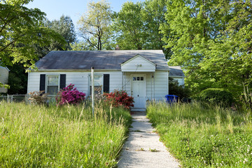 Abandoned Foreclosed Cape Cod Home Long Grass