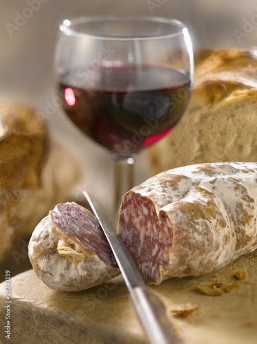 saucisson sec verre de vin rouge et pain photo libre de droits sur la banque d 39 images fotolia. Black Bedroom Furniture Sets. Home Design Ideas