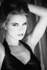 Retrato de belleza en blanco y negro
