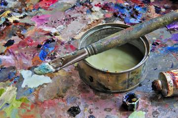 Paleta y pincel de artista