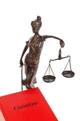 Richter bei gericht mit Gesetzbuch