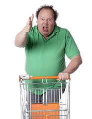 homme râleur faisant ses courses
