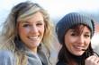 due ragazze sorridenti