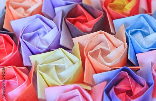 zakonczenie-kolorowe-papierowe-roze-niewielka-glebokosc-pola
