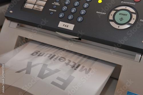 Leinwanddruck Bild Faxgerät im Büro empfängt eine Nachricht