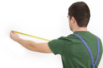 worker measuring