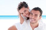 Młoda para na miłosnych wakacjach - 29896320
