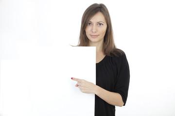 Frau zeigt Textfreiraum