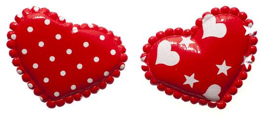 Два красных сердца на белом фоне