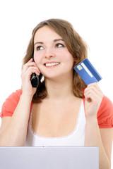 Attraktives Mädchen bestellt mit Kreditkarte