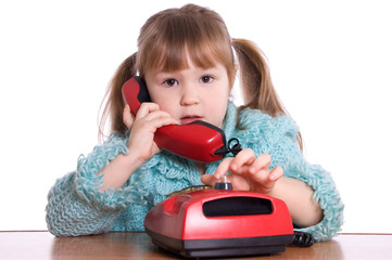 The little girl speaks by phone