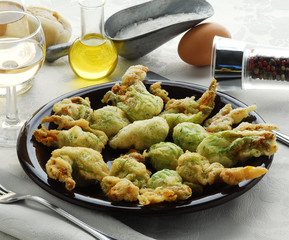 Flores de calabacín fritas
