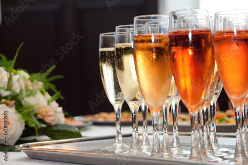 glasses of champaign on the tray with a bouquet