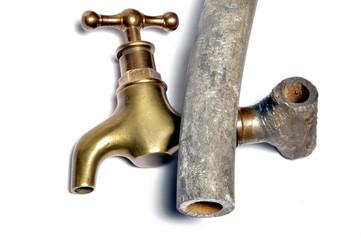tuyau d'arrivée d'eau en plomb