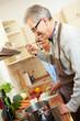 Ehepaar kocht in einer Küche