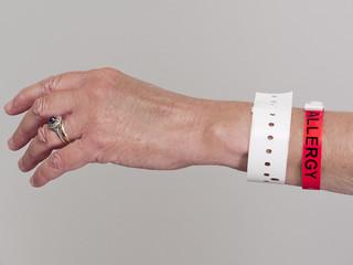 Allergy warning on wristband